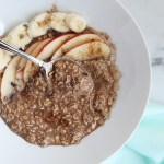 Chocolate Cinnamon Overnight Oats are an easy go-to for anyone in a hurry! Chocolate and cinnamon topped with apples and bananas are a perfect combo! Vegan / TwoRaspberries.com