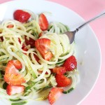 This Healthy Spiralized Cucumber Strawberry Noodle Salad is super quick and easy to make, perfect lunch, oil free dressing and no cooking required! Vegan / TwoRaspberries.com