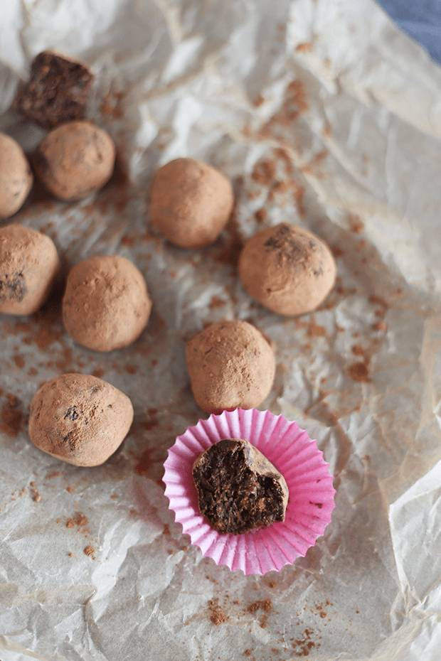 Healthy Easy 2 Ingredient Fudge Balls are the best kind of chocolate, naturally sweetened! Options to flavor with mint, strawberry, raspberry or nuts! vegan   TwoRaspberries.com