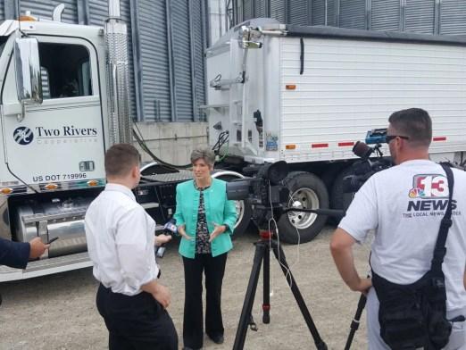 Senator Joni Ernst visits Two Rivers Cooperative, Monro