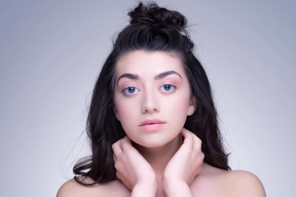 Natural make up model