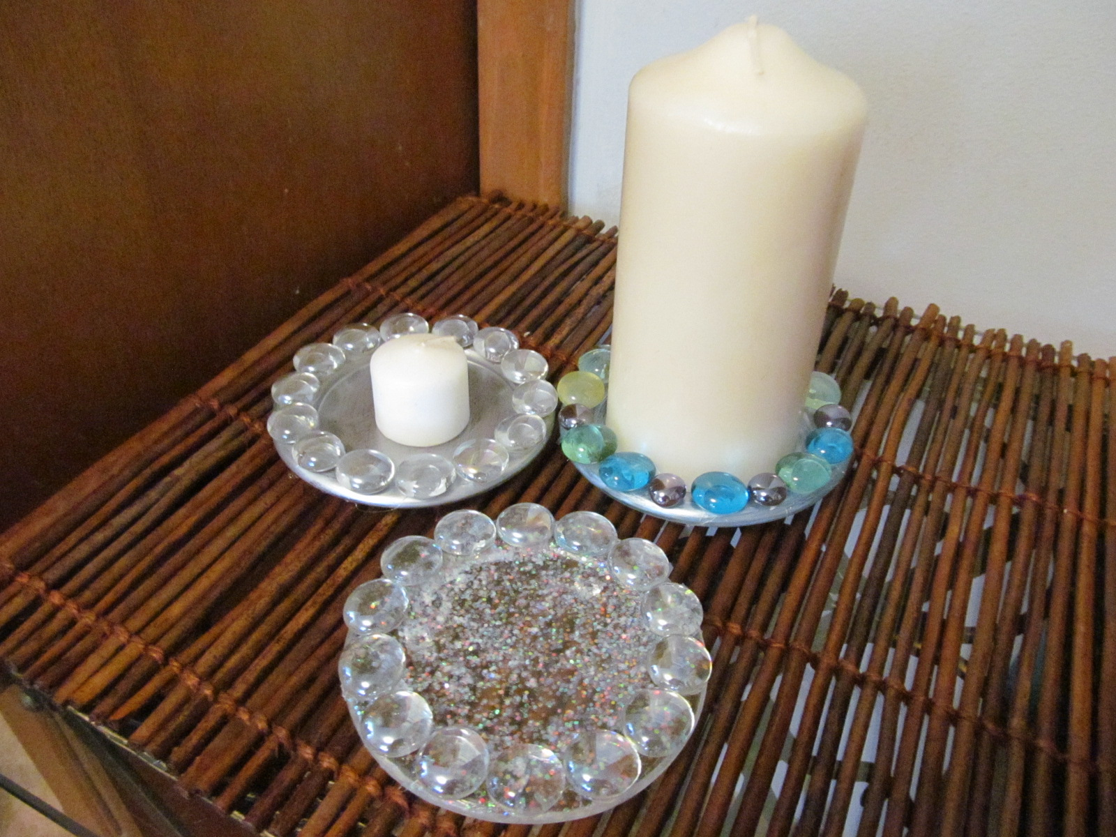 how to decorate glass candle plates