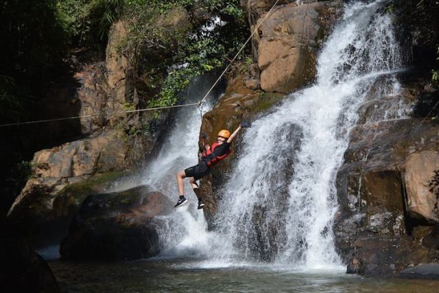 Canyoning-in-Da-Lat-REVIEW-Lorna-ziplining