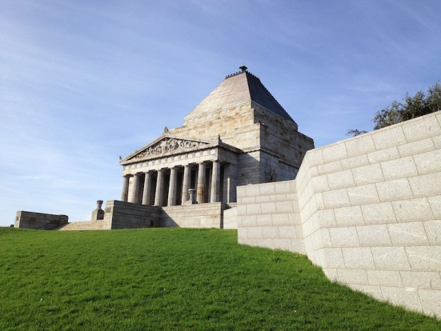Shrine-of-remeberance-Best-free-things-to-do-in-Melbourne-Two-Souls-One-Path