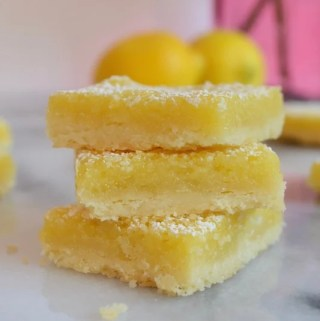 Mom's lemon bars, the perfect balance of sweet and tart! Mom's lemon bars combine the brightness and tartness of lemons with a shortbread-like base. Easy to make and perfect for a picnic, baby shower or Mother's day. #twosugarbugs #lemonbars #barcookies #easydessert