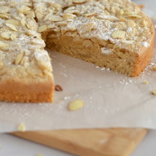 Crumbly Almond Cake