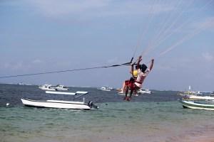 Visiting Bali with a 10-year-old boy: Sanur Beach: parasailing1