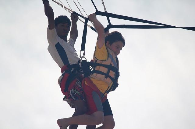 Visiting Bali with a 10-year-old boy: Sanur Beach: parasailing4