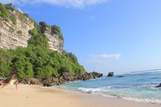 Visiting Bali with a 10-year-old boy: Suluban Beach