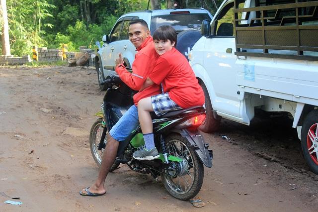 Two Worlds Treasures - motorbike ride to Post 1, Wae Rebo trip, East Nusa Tenggara, Indonesia.
