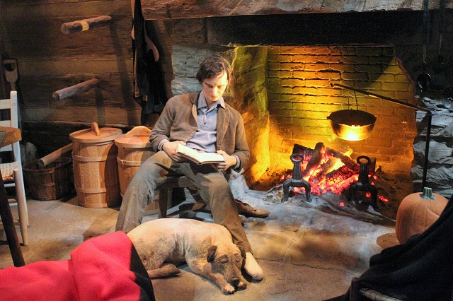 Abraham Lincoln Presidential Museum: Abe reading: Two Worlds Treasures