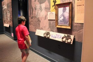Abraham Lincoln Presidential Museum: slave exhibit: Two Worlds Treasures
