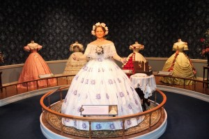Abraham Lincoln Presidential Museum: Waht Are They Wearing?: Two Worlds Treasures