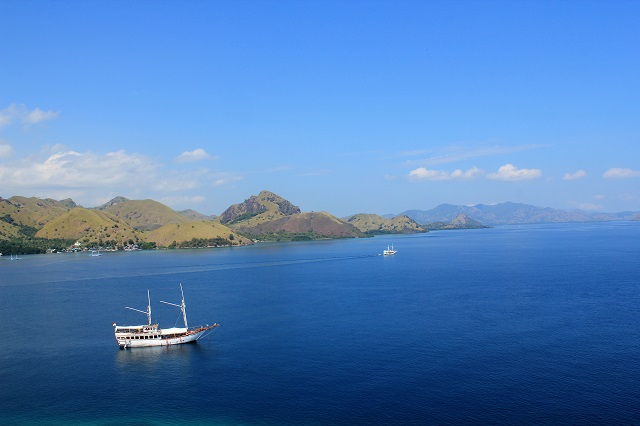 Island Hopping Flores, Indonesia - Day 1 - our sailboat from top - Two Worlds Treasures