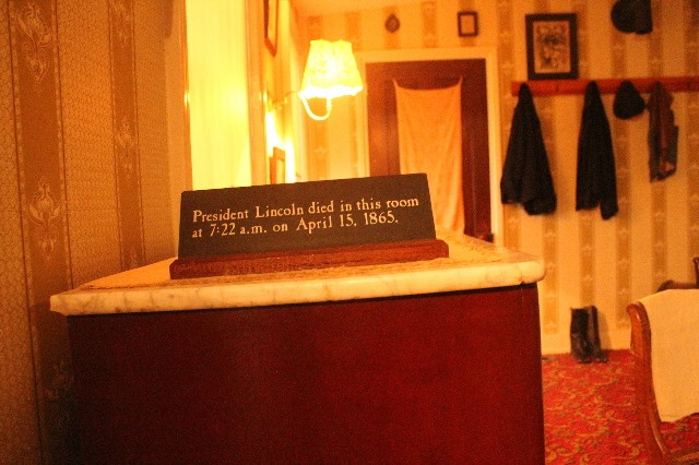 Visiting Washington, D.C. during Christmas Break-House-Where-Lincoln-Died