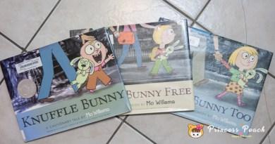 [英文繪本] 2Y 娃的書櫃 – 每個寶寶心中都有一隻 Knuffle Bunny, 寶寶的依戀小物繪本~!!