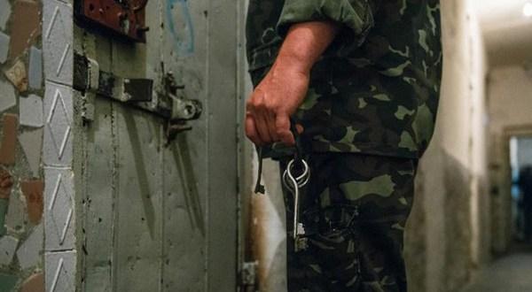 4 طرق البحث عن قريبك المعتقل