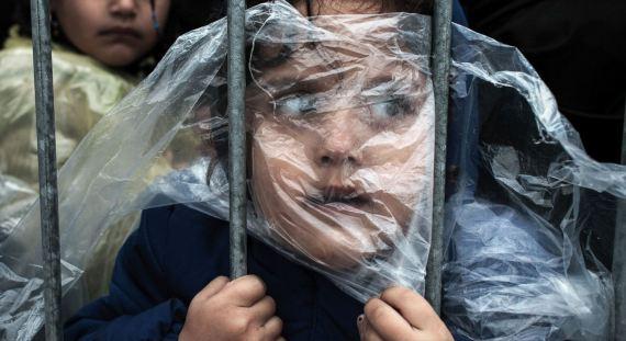فتاة سورية يبحث عنها مصورها
