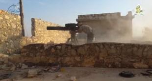 استهدفت المعارضة السورية في حلب مجموعة كاملة من حزب الله على تلة أحد بريف حلب الجنوبي بصاروخ مضاد للدروع وقد سقطوا جميعهم وذلك بحسب ما أعلنت صفحة غرفة عمليات حلب. وقد نشرت الصفحة شريط فيديو يوثق لحظة إطلاق الصاروخ. إقرأ أيضاً: بالفيديو: مراسل العالم حسين مرتضى يتوعد حلب بالباصات الخضر الجدير بالذكر أنّ موقع حزب الله قد نعت في الـ24 ساعة الماضية 9 مقاتلين سقطوا في حلب.