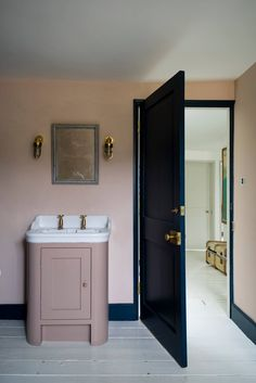 Setting Plaster – Paint Colour of The Week   Setting Plaster by Farrow&Ball is a dusty pink is named after the blushing walls we often admire in newly plastered houses. It is definitely a pink in historic terms, but has a certain softness to it due to the inclusion of yellow pigment.