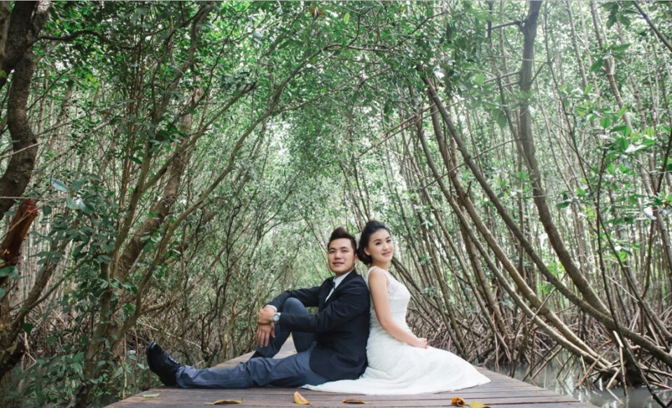 pre-wedding photoshoot locations indonesia - The Mangrove Forest - OneThreeOneFour
