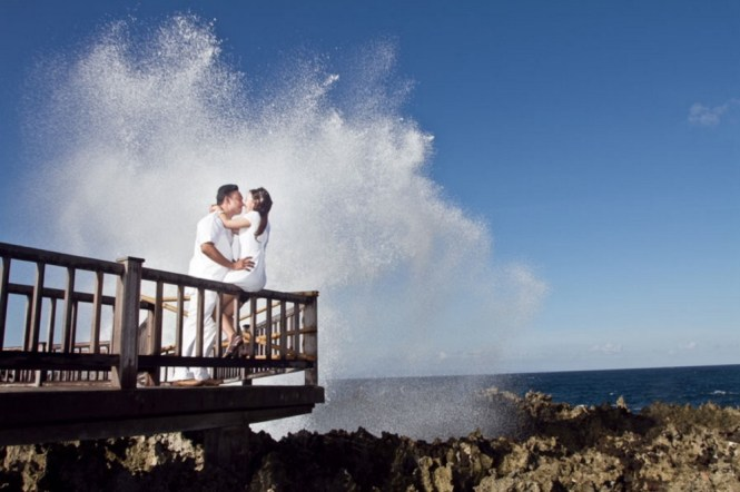 pre-wedding photoshoot locations indonesia - Water Blow at Nusa Dua Beach - Corural