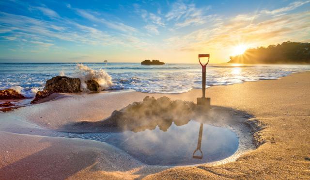 New Zealand Honeymoon_hot-water-beach