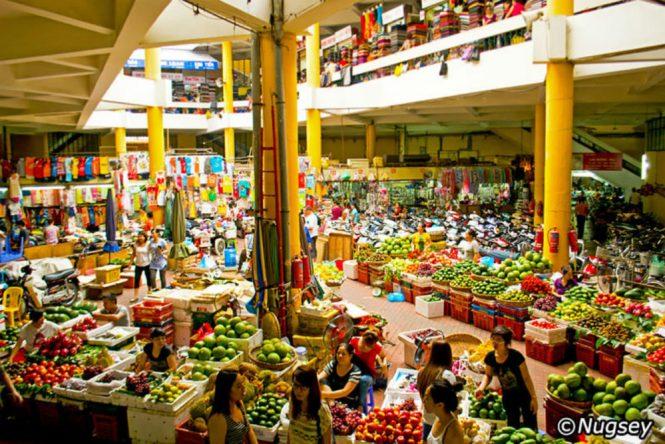 Hanoi Honeymoon - Dong Xuan Market - Vietnam