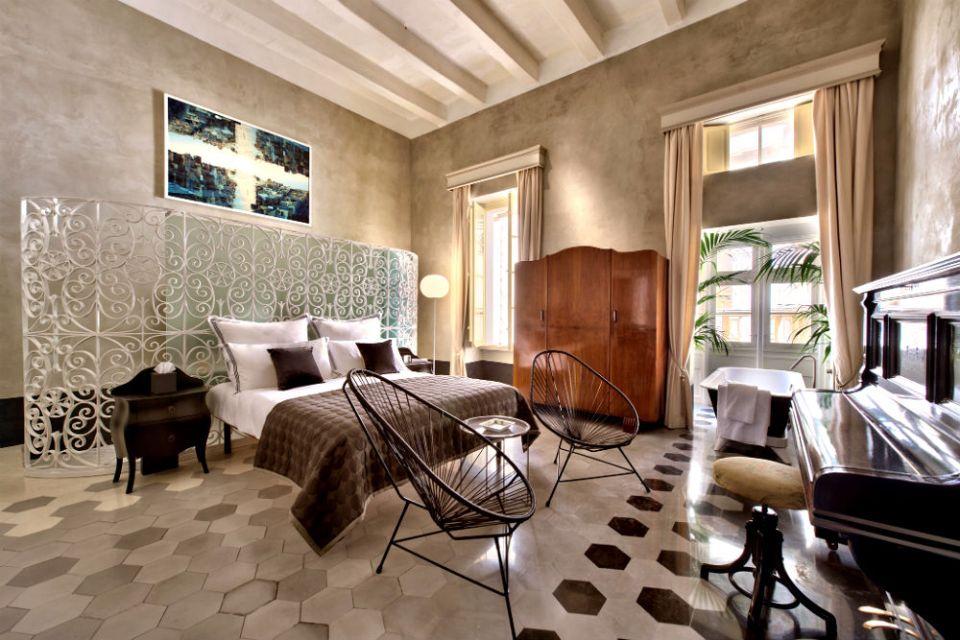 Honeymoon Suite Mr & Mrs Smith