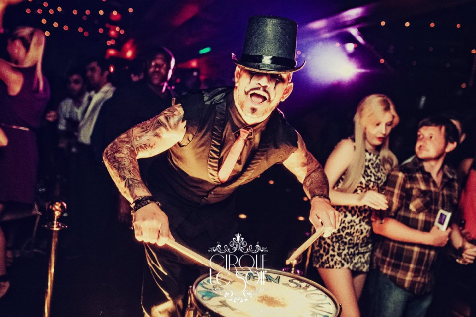 Photo via Cirque Le Soir dubai honeymoon