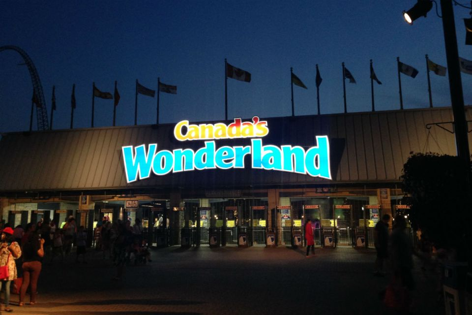 TorontoHoneymoon-canadaswonderland-Disney Nouns
