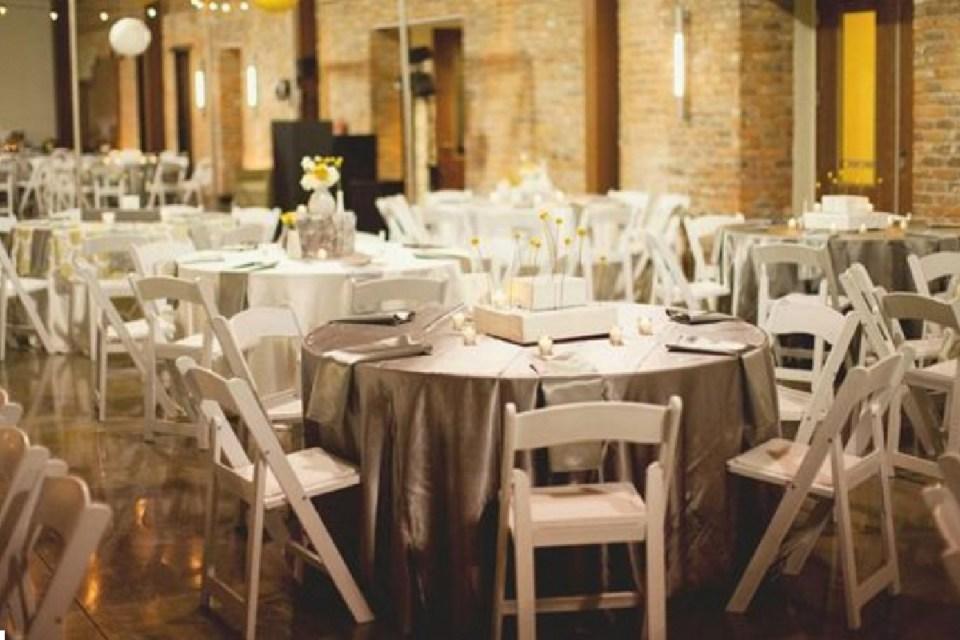 rent wedding chairs - Reserv - Pinterest