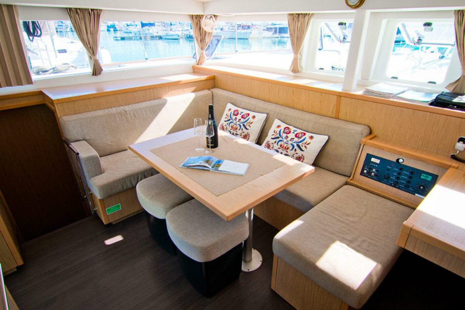 Photo via Singapore Yacht Charter Rental