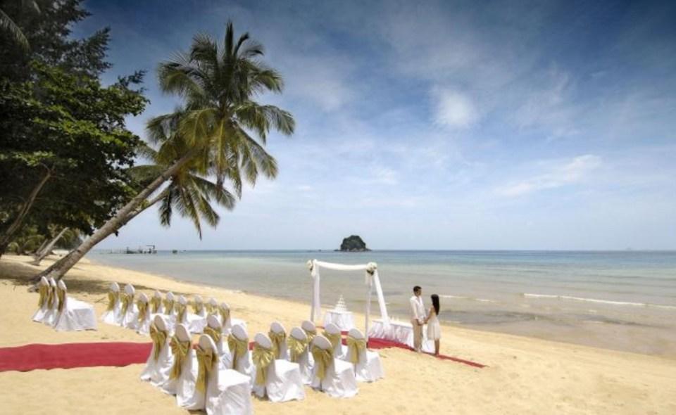 beach wedding venues malaysia - Berjaya Tioman Resort