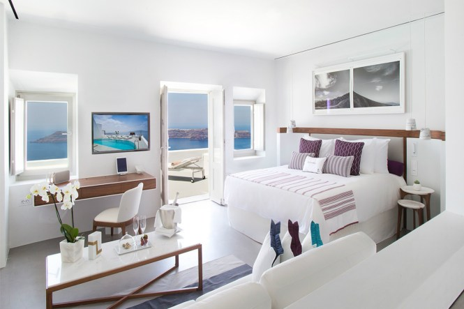romantichotels-gracesantorini-Robb Report