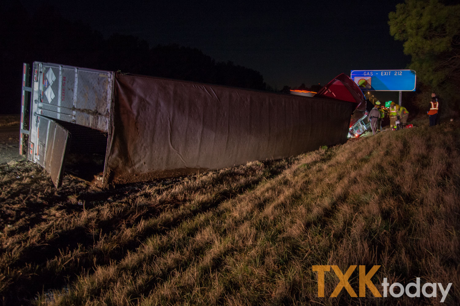 Semi-truck rollover accident on I-30 at Leary | Texarkana Today