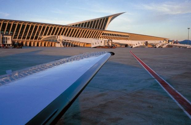 Aeropuerto de Loiu, La Paloma. Fuente: Wikimedia (CC).