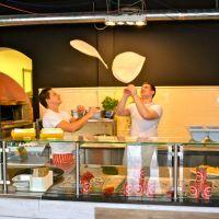 """Ofenfrisch auf der Limmerstraße: Die Pizzeria von """"Francesca & Fratelli"""""""