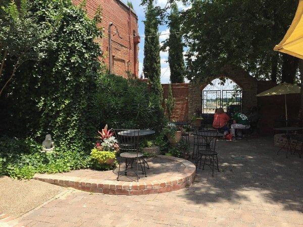 Kissing Tree Vineyards patio