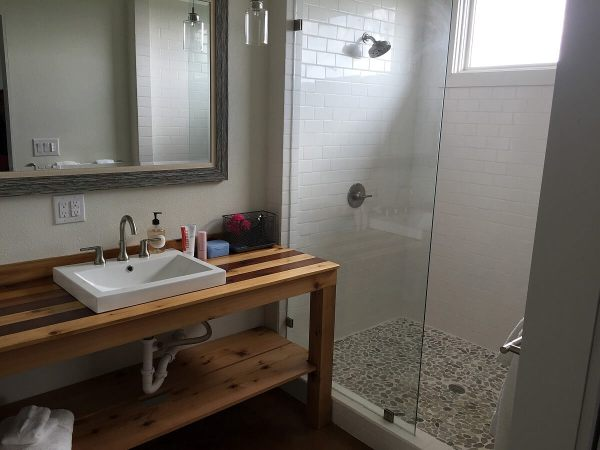 Compass Rose Cellars Casitas - bathroom