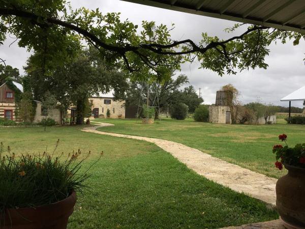 Becker Vineyards patio view