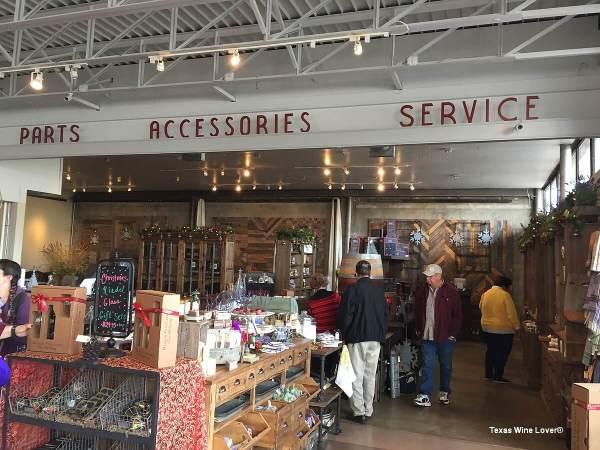 Becker Vineyards Main Street gift shop