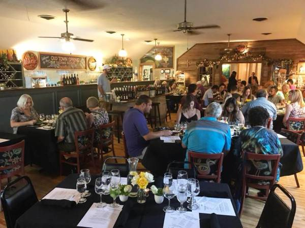 Old Town Spring dinner crowd