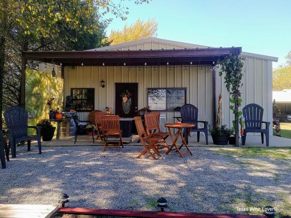 TF Vineyard & Winery patio