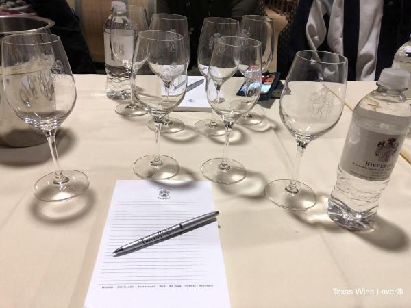 Place setting for vertical tasting