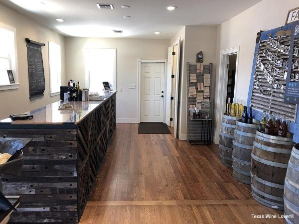 Farmhouse Vineyards tasting bar