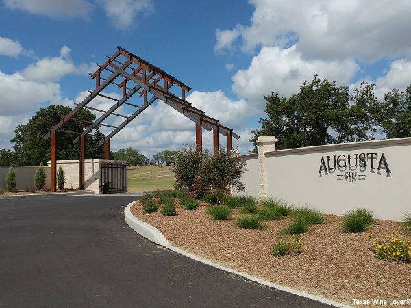 Augusta Vin entrance
