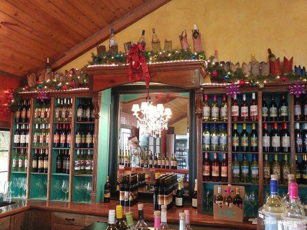 Fiesta Winery Lometa tasting bar