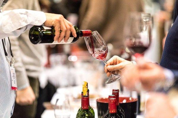 Vinexpo New York pouring wine