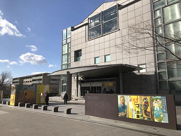 京都市左京区の岡崎公園にある京都国立近代美術館。このエリアは京都の文化ゾーンです。